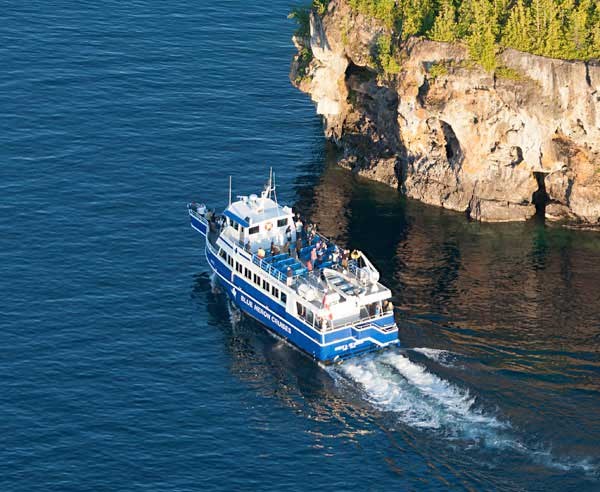 Scenic Boat Cruise to Flowerpot Island and Shipwrecks